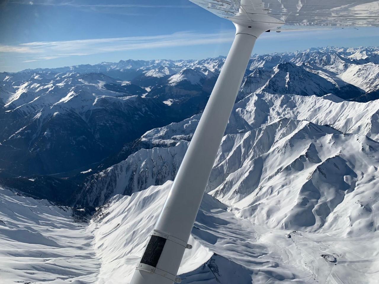 1-verschneite-Berge